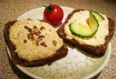 Sárgarépás-köményes túrókrém Avocado Toast, Vegetarian Recipes, Sandwiches, Breakfast, Foods, Gourmet, Morning Coffee, Food Food, Food Items