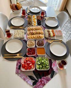 Think Food, Love Food, Breakfast Platter, Food Displays, Food Decoration, Food Platters, Food Goals, Aesthetic Food, Food Cravings