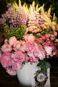Mayfair Flower Show at Sketch London - Margarita Karenko Photography Professional Portrait, Flower Show, Blossom Flower, Lifestyle Photography, Margarita, Floral Wreath, Sketch, Wreaths, London