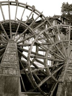 Water Wheel. Li Jiang in China  License Some rights reserved by chrissuderman (see Flickr)