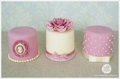Vintage Mini Cakes - I honestly could not love these more!!  http://www.thelittletouches.com/2013/05/vintage-cupcakes-and-mini-cakes/
