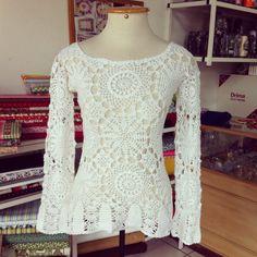 Blusa em crochê com o fio Camila Fashion da Cisnei,