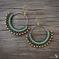 Handcrafted macrame earrings made with polyester threads, brass circle element - 30 mm, brass beads and earhooks. Green Earrings, Bridal Earrings, Beaded Earrings, Hoop Earrings, Macrame Earrings Tutorial, Wire Jewelry Designs, Macrame Jewelry, Messing, Creations