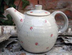 """Kaffee- & Teekannen - Teekanne """"Fliegenpilze""""-handgetöpfert - ein Designerstück von Keramikwerkstatt-Wiest bei DaWanda"""