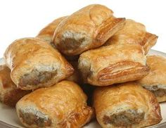 The Best Sausage Roll Recipe ~ perfect snack for the Olympics! Best Sausage Roll Recipe, Sausage Recipes, Breakfast Dishes, Breakfast Recipes, Great Recipes, Favorite Recipes, Boite A Lunch, Scottish Recipes, Sausage Rolls