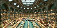 Hay bibliotecas tan bonitas, tan ordenadas y tan perfectas que dan ganas de entrar, coger un buen libro y quedarse para siempre. Eso mismo debió pensar el fotógrafo Franck Bohbot, un entusiasta de las letras que ha querido capturar la b...