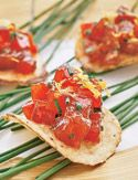 Tuna tartare on potato chips; even better when you can get the sweet & spicy thai kettle chips at Whole Foods Appetizers For Party, Appetizer Recipes, Healthy Appetizers, Sushi Grade Tuna, Tuna Tartar, Spicy Bite, Mousse, Tuna Recipes, Dinner Is Served