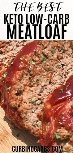 Keto meatloaf recipe made with almond flour. The sauce is made with keto ketchup. This recipe is low carb Keto meatloaf recipe made with almond flour. The sauce is made with keto ketchup. This recipe is low carb and is great for family dinner! Low Carb Dinner Recipes, Keto Dinner, Recipes With Almond Flour Low Carb, Low Cholesterol Recipes Dinner, Low Cal Dinner, Keto Ketchup, Beef Recipes, Healthy Recipes, Food Dinners
