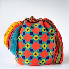 Wayuu Inforamtion for Product Hermosa Wayuu bags. Hermosa Wayuu Style mochilas are rare art for its' complexity & method to produce a single Wayuu Tribe Bag. Bead Loom Patterns, Crochet Patterns, Tapestry Crochet, Knit Crochet, Contemporary Embroidery, Needlepoint Designs, Crochet Handbags, Weaving Techniques, Loom Beading