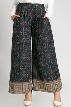 Dilshad palazzo pants bottoms hijabenka com Kulot Batik, Batik Kebaya, Batik Dress, Fashion Pants, Hijab Fashion, Fashion Outfits, Gaun Dress, Suits For Women, Clothes For Women