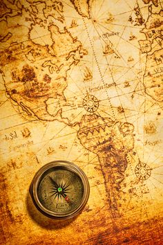 Vintage still life. Vintage compass lies on an ancient world map. Vintage Compass, Vintage Maps, Antique Maps, Old World Maps, Old Maps, Karten Tattoos, Watercolor Card, Map Compass, Compass Rose