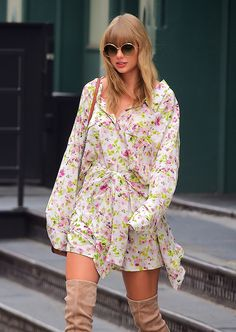 Today we will look at the best outfit styles of, one of the most popular celebrities, Taylor Swift style, with her unique looks! Estilo Taylor Swift, Taylor Swift Sexy, Taylor Swift 2006, Taylor Swift Country, Taylor Swift Makeup, Taylor Swift Party, Taylor Swift Outfits, Taylor Swift Album, Taylor Swift Style