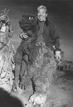 Godzilla - taking a cigarette break! (A real rare photo from the set of a Godzilla movie! Godzilla Suit, Godzilla Vs, Original Godzilla, Godzilla Costume, Classic Horror Movies, Classic Monsters, Scene Photo, Scary Movies, Rare Photos