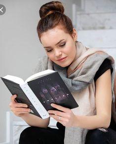 Mary Bartalos s knižnou verziou Trhliny Mary, Tv, Youtube, Tvs, Youtube Movies, Television Set