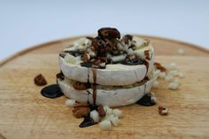 Maple Baked Brie Baked Brie, Maple Syrup, Camembert Cheese, Baking, Food, Gourmet, Bakken, Essen, Meals