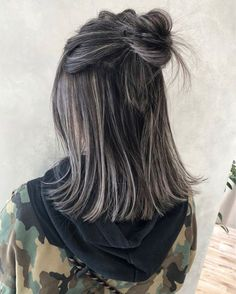 high contrast highlight - - high contrast highlight White Hairstyle Models 2019 Top Best White Hairstyle ideas and Models for Women and Men Trens Hair Models Whi. Hair Color Streaks, Dark Hair With Highlights, Ombre Hair Color, Baby Highlights, Chunky Highlights, Caramel Highlights, Color Highlights, Black And Grey Hair, Dark Grey Hair Color