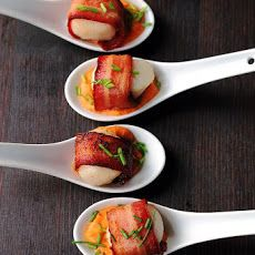 Bacon Wrapped Scallops with Cajun Cream Sauce— Appetizer version of my copycat Jardiniere SF butternut squash soup with scallops & bacon! Cajun cream sounds better though. Seafood Recipes, Appetizer Recipes, Cooking Recipes, Cajun Appetizers, Cajun Cream Sauce, Spicy Sauce, Creamy Sauce, Fingers Food, Comidas Fitness
