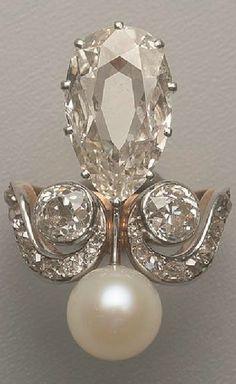 A Belle Epoque gold, platinum, diamond and pearl ring, circa 1900. #BelleÉpoque #ring