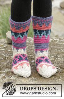 """Colorful Winter - Hæklede DROPS sokker i """"Nepal"""" med flerfarvet mønster. Str 35 – 43. - Free pattern by DROPS Design"""