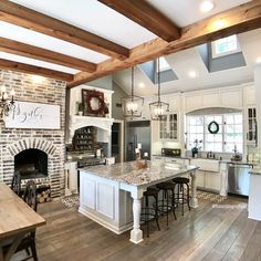 I just absolutely love this kitchen!! ❤️