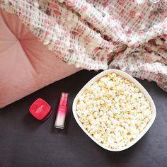 Bu cumartesi evde kalıp kendine vakit ayıranlar burada mı?  #boyner #boyneronline #cumartesi #evkeyfi #popcorn #movienight #cinema #pink #loeral