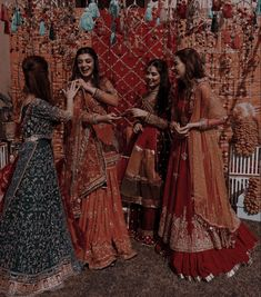 Indian Bridesmaid Dresses, Desi Wedding Dresses, Indian Dresses, Indian Outfits, Indian Attire, Beautiful Women Videos, Indian Aesthetic, Bollywood Outfits, Indian Pictures