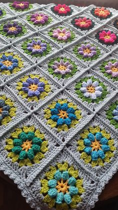 Check out this item in my Etsy shop https://www.etsy.com/uk/listing/522373622/primavera-flowers-granny-squares-blanket