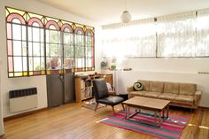 ph reciclado Estilo Colonial, Small Apartments, The Hamptons, Ideas Para, Stained Glass, Sweet Home, Loft, The Originals, House Styles