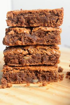 Cinnamon Chickpea Blondies - Moist, tender, and fudgy flourless vegan blondies with a crackly top. Easy to make with just a handful of pantry staples. Gluten free, dairy free, and oil free! Vegan Dessert Recipes, Vegan Sweets, Gluten Free Desserts, Healthy Desserts, Baking Recipes, Delicious Desserts, Healthy Sweet Treats, Gourmet Desserts, Healthy Cookies