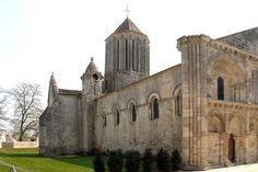 Notre-Dame de Surgères (Charentes) - romane - X au XIIème siècle Roman, Vicomte, Charentes, Barcelona Cathedral, Notre Dame, Building, Travel, Art, Art Background
