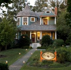 A Bed Of Roses B Is Charming Get Away Located In The Historic Montford Residential District Only 5 Blocks From Vibrant Downtown Asheville