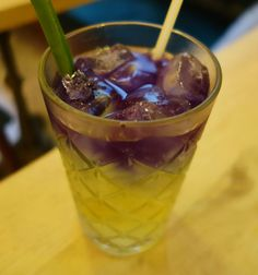 Thai Iced Tea: Pandan with Butterfly Pea Flower Such a pretty hue of Purple Butterfly Pea Flower, Iced Tea, Teas, Hue, Pudding, Drink, Purple, Pretty, Desserts