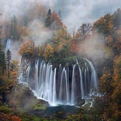 Hotels-live.com/pages/comparateur-hotels.html - Plitvice Croatia photo by Tobias Richter by awesomedreamplaces https://instagram.com/p/9qB6nWFNoZ/
