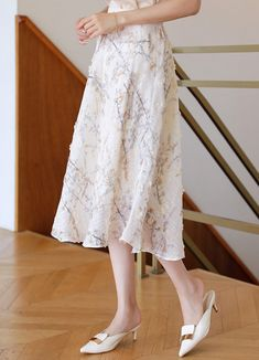 Styleonme_Luxe Lace Floral Print Petal Embroidered Skirt . . #styleonme_global #fashion #instagood #picoftheday #photooftheday #style #ootd #mixandmatch #shopping #instadaily #instafashion #selfie #fashionstagram #kstyle #kfashion #koreanlook #koreandaily #koreanfashion #kbeauty #followme #like4like #dailylook #styleonme #classy #koreanfashion #fashionkorea #ontrend #newarrivals #transitionalclothing #kdramafashion #ss21 #laceskirt #skirt #floralskirt #elegantoutfit #flareskirt Korean Look, Elegant Outfit, Korean Women, Daily Look, Flare Skirt, Korean Fashion, Tired, Like4like, Floral Prints