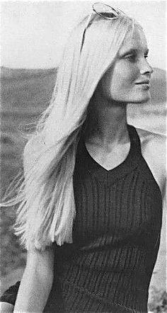 Gunilla Lindblad, Vogue 1971. 70s summer style.