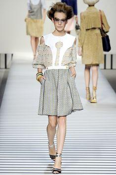 Fendi Spring 2012 Ready-to-Wear Fashion Show - Karolina Waz