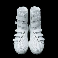 Kris Van Assche 2009 Spring/Summer Footwear Collection: With the unenviable task of filling the shoes of one of this era's greatest fashion designers Me Too Shoes, Men's Shoes, Shoe Boots, Shoes Sneakers, Footwear Shoes, Sneakers Fashion, Fashion Shoes, Look Fashion, Mens Fashion