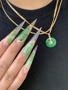 80 ideas to create the best Halloween nail decoration - My Nails Jade Nails, Aycrlic Nails, Hair And Nails, Claw Nails, Manicure E Pedicure, Yellow Nails, Neon Green Nails, Halloween Nail Art, Best Acrylic Nails