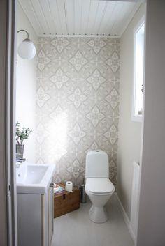 Fint, lugnt å varmt med beige, mer som ett vanligt rum. Bad Inspiration, Bathroom Inspiration, Bathroom Interior, Interior Design Living Room, Guest Toilet, Dream Bath, Decorating Small Spaces, Beautiful Interiors, Interior And Exterior
