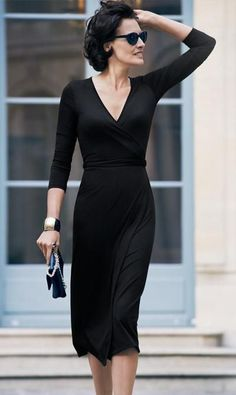 Jersey Wrap Dress / Ines de la Fressange for Uniqlo. A great look to show off your beautiful body! Timeless Fashion, Fashion Beauty, Classic Fashion, Style Parisienne, Parisian Chic, Looks Style, Mode Inspiration, Mode Style, Uniqlo