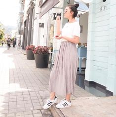 Outfits Niños, Tumblr Outfits, Sophie Giraldo, Photos Tumblr, Strike A Pose, Red Velvet, Youtubers, Poses, Midi Skirt