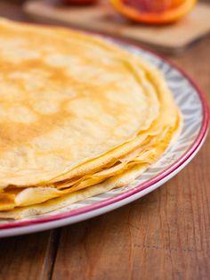 Une délicieuse recette de crêpes sucrées sans gluten, légères et moelleuses ! Ethnic Recipes, Desserts, Food, Sweet Pancake Recipe, Rice Flour, Almond Milk, Gluten Free Recipes, Yummy Recipes, Tailgate Desserts