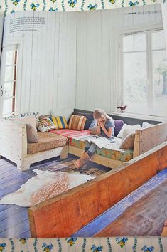 Cool sofa, I like this so much. Great way to have cheap furniture!