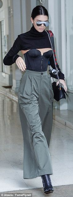 The supermodel proved herself to be at the height of high fashion as she stepped out of the plush George V Hotel wearing a sexy bustier with a cropped jumper attachment Storm Fashion, High Fashion, Paris Fashion, Kardashian Girls, Kardashian Style, Jenner Girls, Black Bandeau, Kendall And Kylie Jenner, Western Outfits