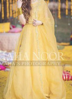 Beautiful Pakistani Dresses, Pakistani Formal Dresses, Pakistani Dress Design, Beautiful Dresses, Pakistani Fashion Party Wear, Pakistani Wedding Outfits, Bridal Outfits, Indian Outfits, Indian Fashion