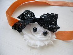 Halloween headband for next year Halloween Hair Bows, Baby Girl Halloween, Fall Halloween, Felt Bows, Ribbon Bows, Little Girl Hairstyles, Diy Hairstyles, Boutique Bows, Boutique Ideas