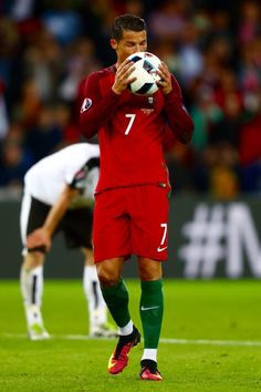Cristiano Ronaldo Photos - Cristiano Ronaldo of Portugal reacts during the UEFA EURO 2016 Group F match between Portugal and Austria at Parc des Princes on June 2016 in Paris, France. - Portugal v Austria - Group F: UEFA Euro 2016 Cristiano Ronaldo Portugal, Cristiano Ronaldo Cr7, World Best Football Player, World Football, Football Players, Nike Football, Cr7 Portugal, Portugal Soccer, Psg