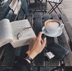 coffee and books Get a coffee during the weekend while I write/draw in a cafe Book Aesthetic, Aesthetic Photo, Flatlay Instagram, Coffee Shop, Coffee Cups, Coffee Coffee, Coffee Lovers, Coffee Maker, Coffee Photography