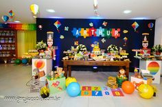 Olha que fofura esta Festa Brinquedos Antigos!!Venha se encantar por esta linda decoração.Lindas ideias e muita inspiração.Uma semana maravilhosa para todo mundo.Bjs, Fabíola Teles.Mais ideias...