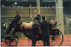 Demostración de la feria del caballo de Valencia con coche de época, tirado por dos caballos mallorquines y Alvaro Domecq de pasajero.